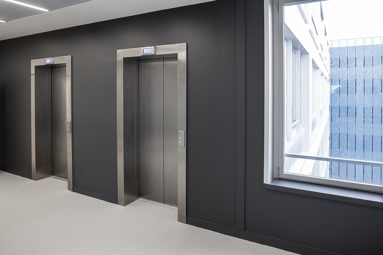 Un hall d'ascenseur chez Safran