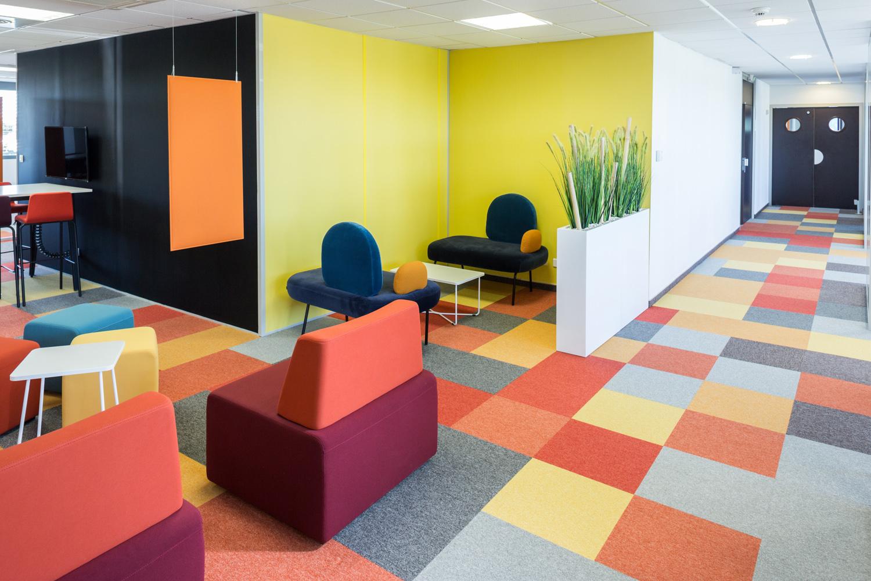 Photographie d'espaces de co-working et de détente du bâtiment Apsys à Blagnac