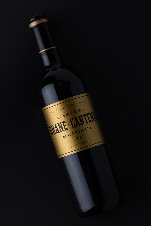 Photographie d'une bouteille de margaux sur fond noir