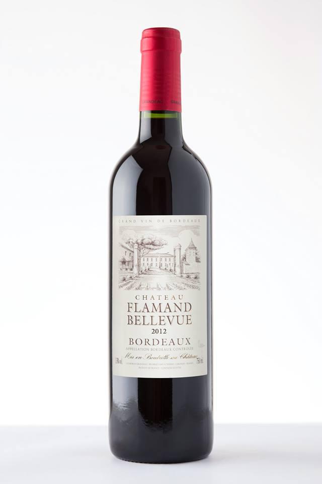Photographie d'une bouteille de vin rouge