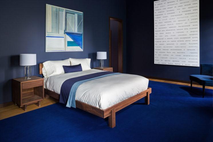 chambre bleue lit Russie tapie bleu cadre décoration