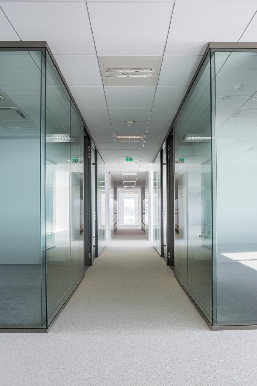 Photographie d'un long couloir chez Safran