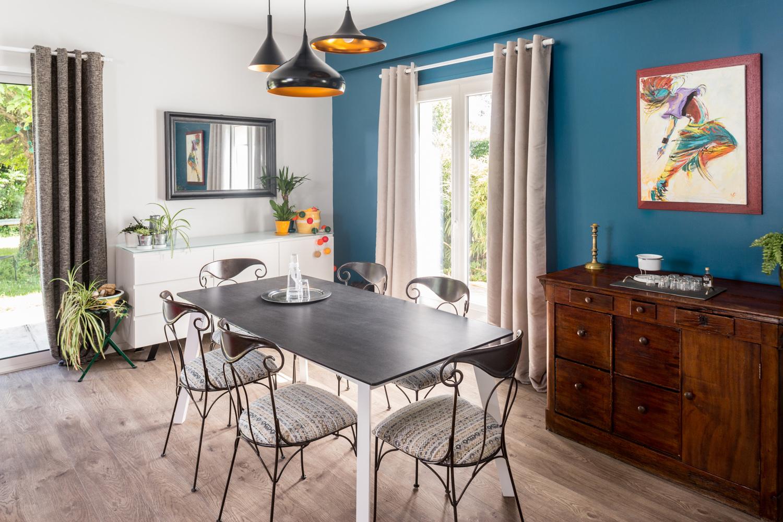 Table en ardoise avec meuble en bois pour cette salle à manger