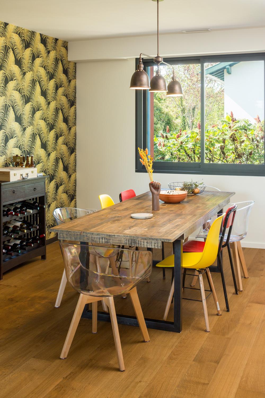 Table pour le repas avec vue sur le jardin