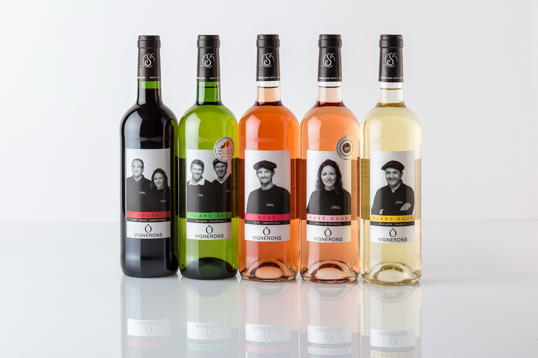 Gamme de vin Ô Vignerons avec les portraits des vignerons sur les étiquettes
