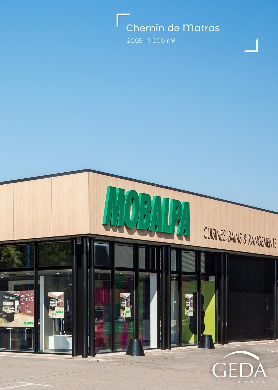 Mise en valeur de la façade d'un magasin Mobalpa pour des publications internet