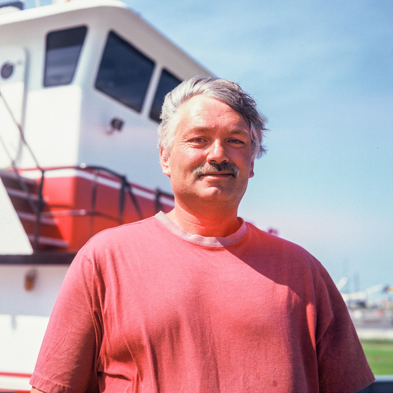 Capitaine devant son bateau à la Nouvelle Orléans, USA
