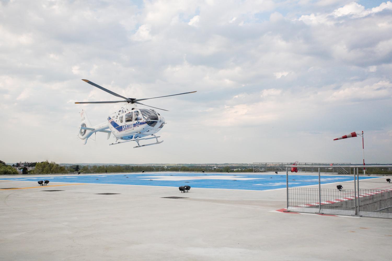 L'hélicoptère du SAMU31 se pose sur les toits du SMUR à Toulouse