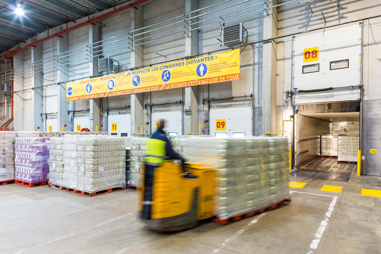 Reportage industriel dans un entrepôt de DHL Supply Chain pour montrer leur capacité logistique.