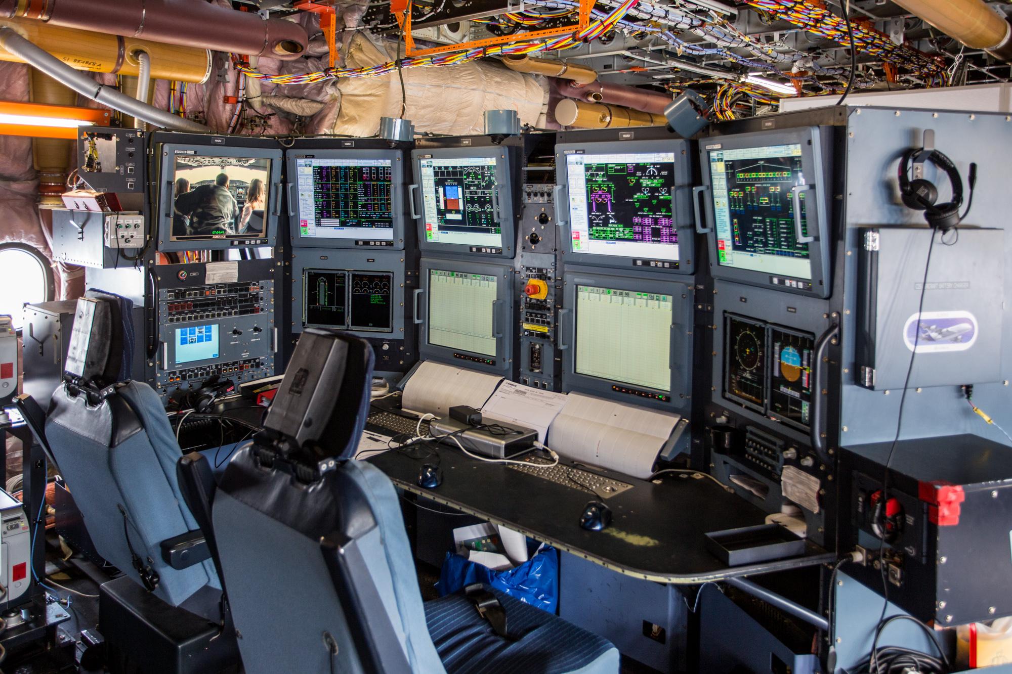 Les écrans et consoles de l'avion de test Airbus A350