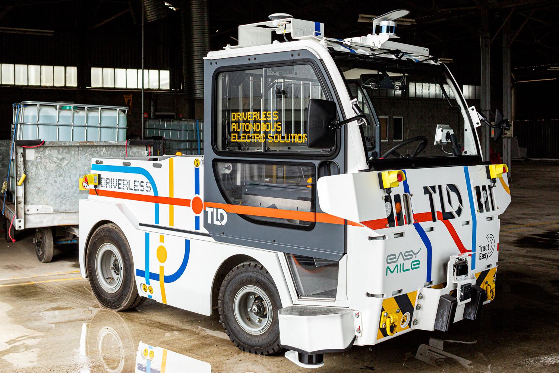 Le véhicule TractEasy dans un hangar pour des photographies de reportage industriel