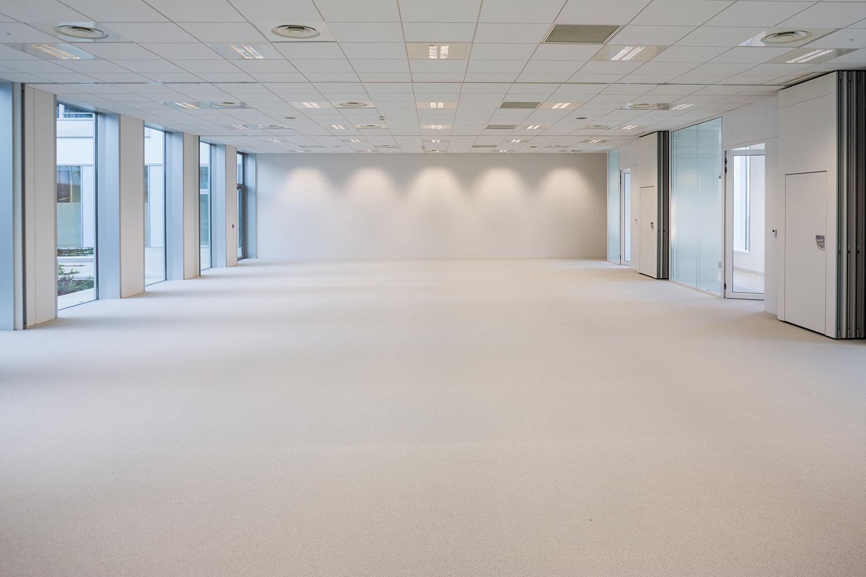 Photographie de la salle de réception du bâtiment Safran
