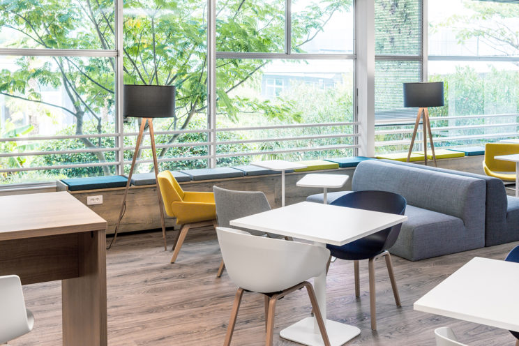 zone café Thales Toulouse détente table chaise
