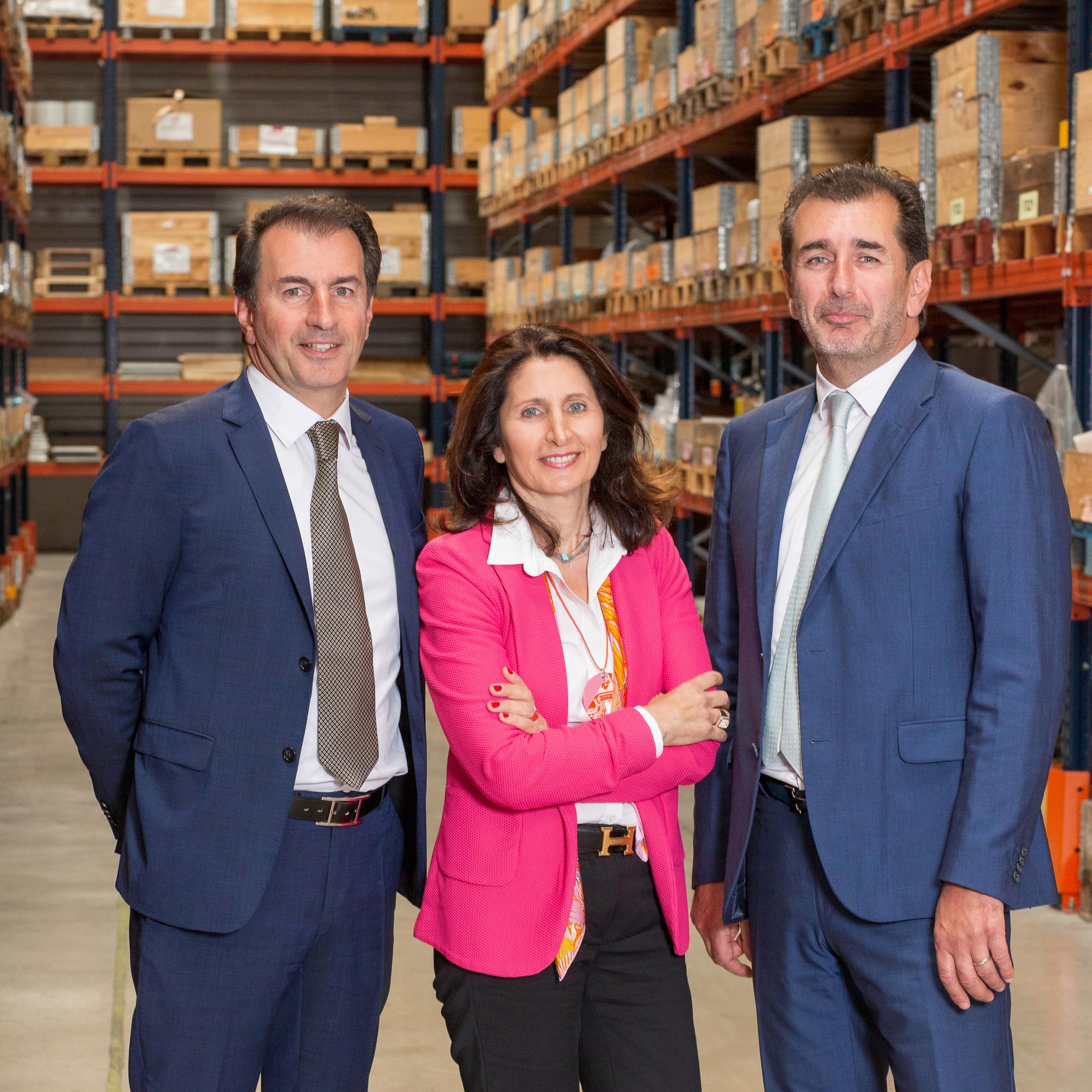 Les présidents de la société Aramine en photo dans leur entrepôt