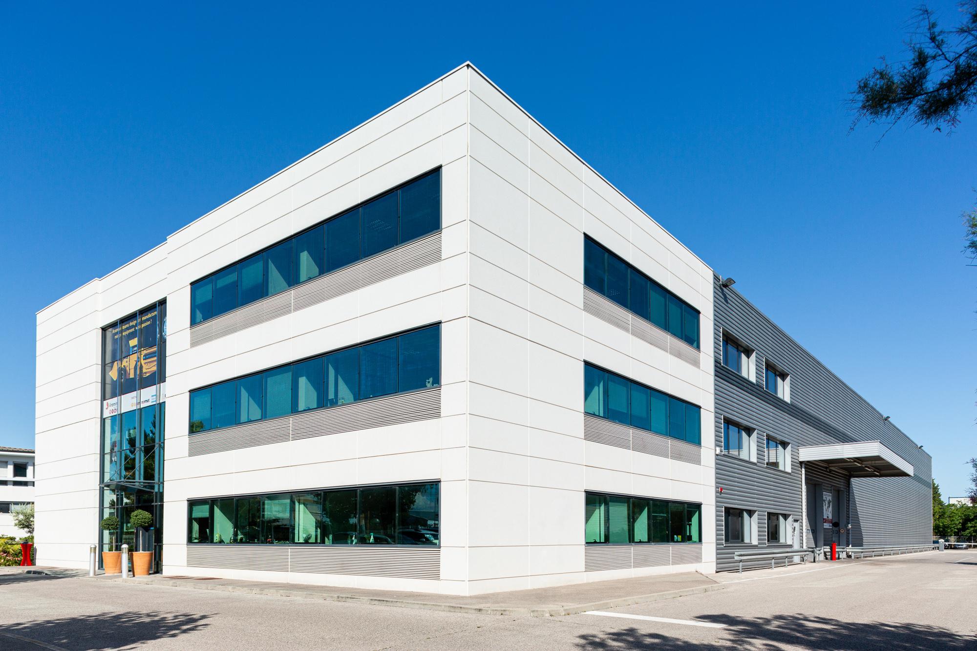 Photographie d'architecture du bâtiment pour sa mise en valeur et présenter l'entreprise.
